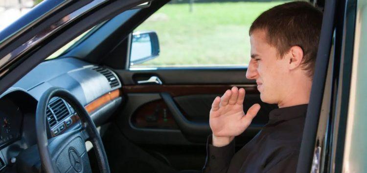 Що означають запахи в авто