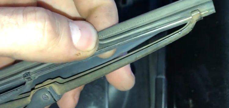 """Заміна """"гумок"""" склоочисника Swf 115709 для VW Golf 3 (відео)"""