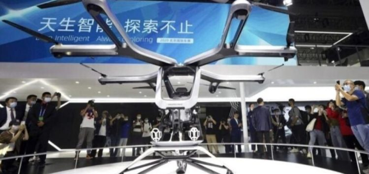 В Пекіні показали летючий електромобіль (відео)