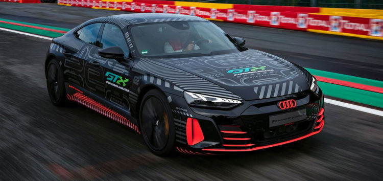 Показали прототип седана Audi e-tron GT RS