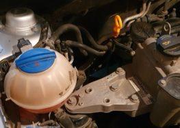 Замена охлаждающей жидкости Febi 37400 на Skoda Fabia 1.2 (видео)