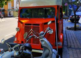 Автомобіль Фантомаса помітили в Україні