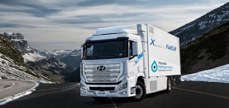 Hyundai показал первые водородные грузовики (видео)