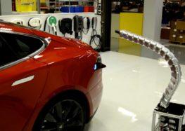 Tesla може створити зарядку-змію