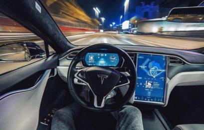 Автопилот Tesla можно взломать с помощью рекламного ролика на билборде