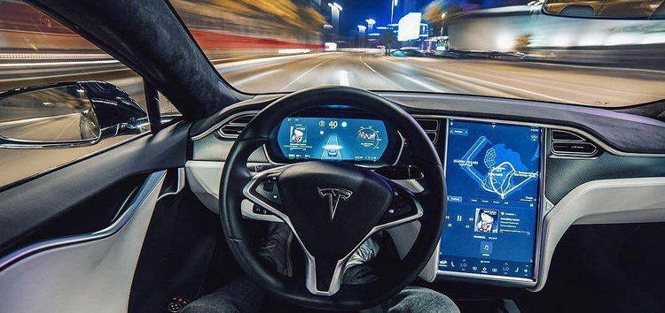 Автопілот Tesla можна зламати за допомогою рекламного ролика на білборді