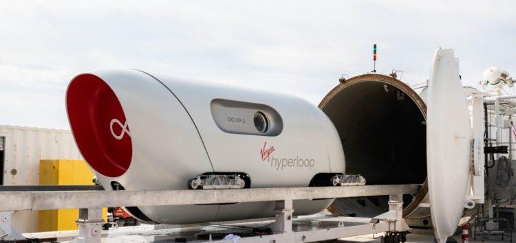 Hyperloop вперше протестували з пасажирами (відео)