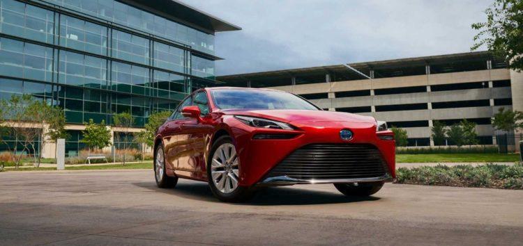 Toyota представила свій водневий седан Mirai