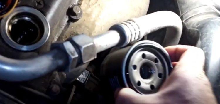 Заміна фільтра масляного Rider RD.3721012010 на Chery QQ (відео)