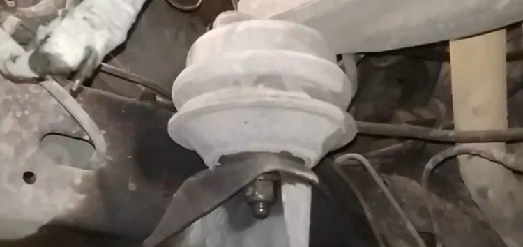 Заміна опори двигуна Otoform/FormPart 1555010/S на Ford Scorpio (відео)