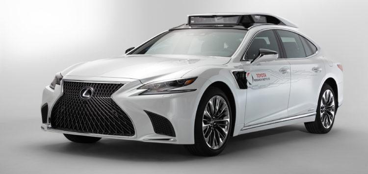 Toyota патентує безпілотного заправника