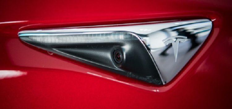 Tesla дасть віддалений доступ до камер своїх машин