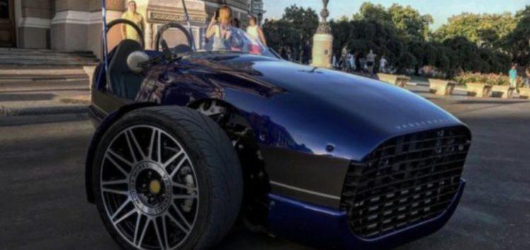 Унікальний тримісний спорткар виставили на продаж