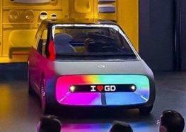 Китайці представили машину з двома екранами зовні