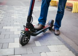 Литовцям доплачують за зміну машини на електросамокати