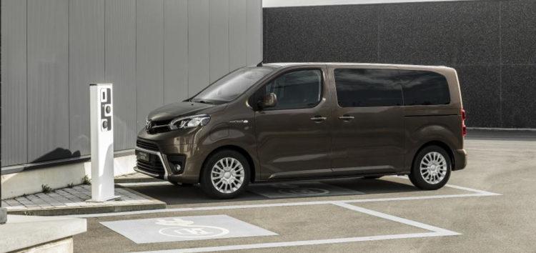 Toyota представила електричний мінівен