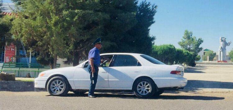В Туркменістані заборонили всі небілі деталі в автомобілях