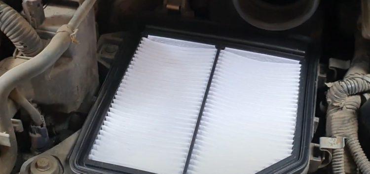 Заміна повітряного фільтра WIX WA9584 на Honda Civic 1,8 (відео)