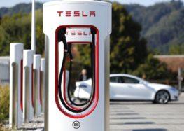 Tesla пропонує один рік безкоштовної зарядки для збільшення продажів