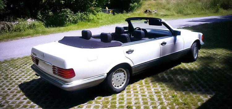 На аукціон виставлено кабріолет Mercedes-Benz