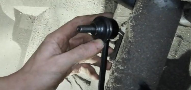 Заміна стійки стабілізатора Rider RD.341525463 на BMW 320d 2,0 (відео)