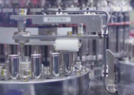 Tesla показала як виробляє батареї (відео)