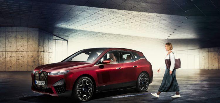 Власники BMW зможуть відкрити машину, не виймаючи телефон