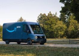 Amazon проводить тести електричних фургонів Rivian для доставки вантажу