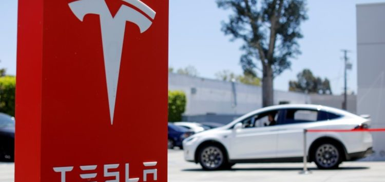 Компанія Tesla інвестувала 1,5 мільярда доларів в біткоїни
