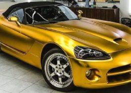 У Києві помітили потужний суперкар золотого кольору