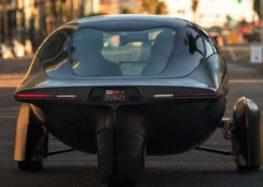 Стартап Aptera виводить на конвеєр сонячний трицикл з запасом ходу 1600 км
