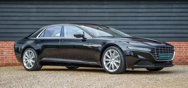 В англійському дилерському центрі продають дуже рідкісний Aston Martin