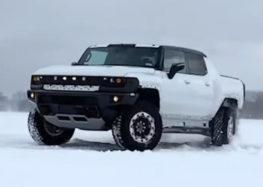 Електричний Hummer влаштував покотушки на снігу (відео)