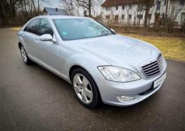 Старий Mercedes розігнали до неймовірної швидкості (відео)