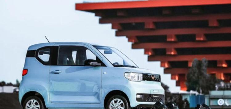 Дешевий електромобіль продається в Китаї крутіше Tesla Model 3