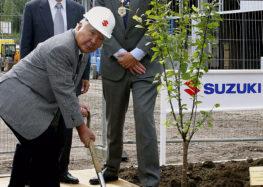 Керівник Suzuki Motor пішов на пенсію після понад 40 років роботи
