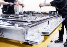 Компанія Mercedes почала виробництво батарей для нового електрокара