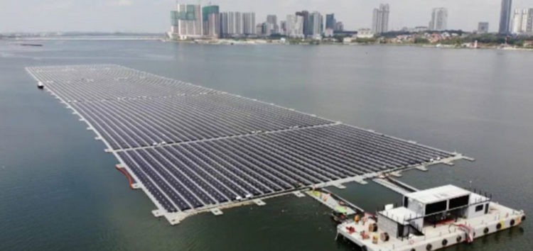 У Сінгапурі побудували найбільшу в світі сонячну електростанцію на морі