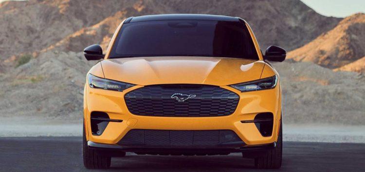 Новий електрокросовер Ford випустили з логотипом, що світиться