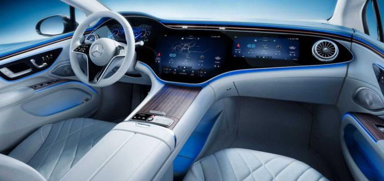 Компанія Mercedes показала салон нового EQS
