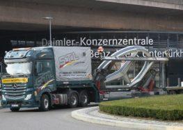 Mercedes-Benz зняв з будівлі найбільшу емблему