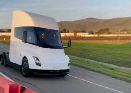 Tesla продемонструвала Semi в русі, вперше (відео)