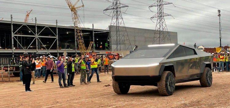 Ілон Маск протестував прототип Cybertruck на заводі компанії