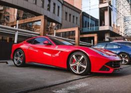На українських дорогах був помічений вражаючий суперкар Ferrari