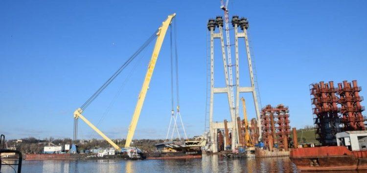 Перша секція вантового моста у Запоріжжі встановлена