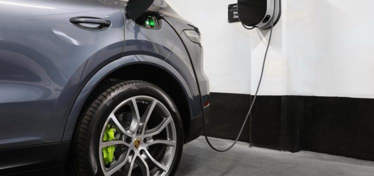 Porsche Cayenne стане повністю електричним
