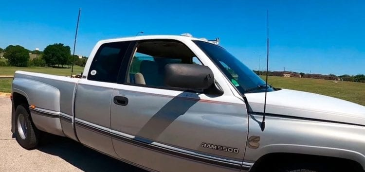 У США знайшли 24-річний Dodge 1997 року випуску (відео)