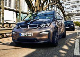 """BMW починає випробування """"розумної"""" системи для зарядки електрокарів"""