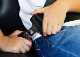 Всього 39% водіїв пристібаються завжди