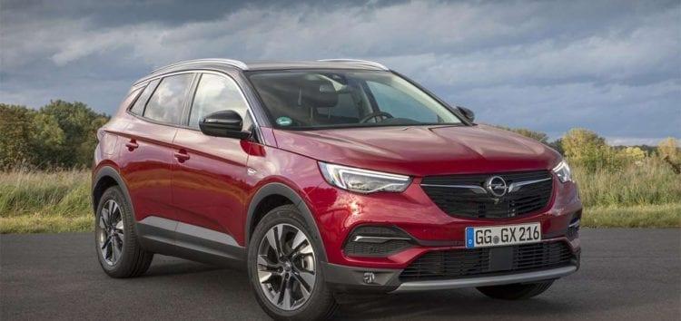 Opel тестує оновлений кросовер Grandland X